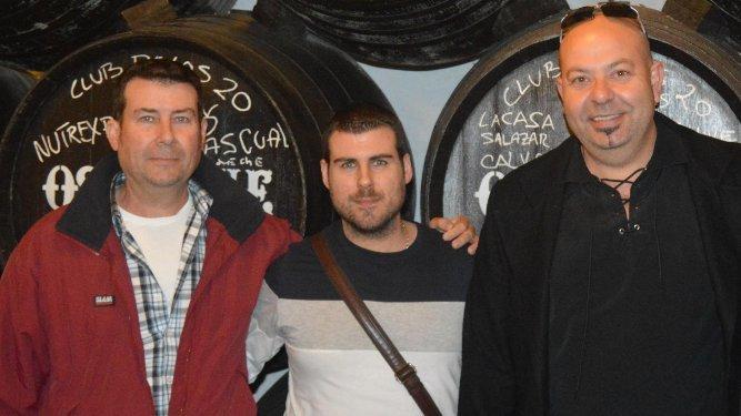Juan José Barroso, con su hijo Juan José y Miguel Oviedo.