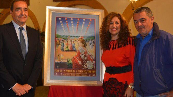 El autor del cartel José Manuel Perea, con Marisa Lara y Oscar Mateos.
