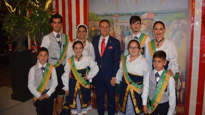 El alcalde de El Puerto de Santa María, David de la Encina, con el grupo de coquineros .