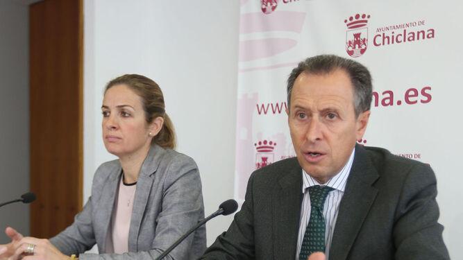 José María Román y Carmen Jiménez, ayer en el Ayuntamiento