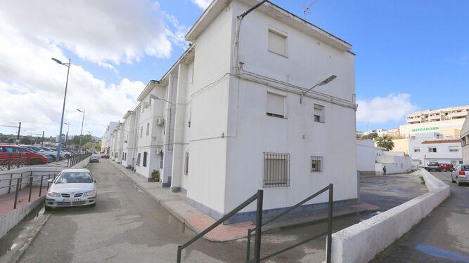 Una vista del conjunto de bloques de pisos de El Pilar, de los más antiguos de la localidad.