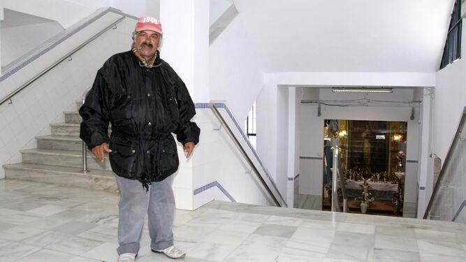La Plaza de Abastos podría cambiar sus escaleras convencionales por escaleras mecánicas o un nuevo ascensor.