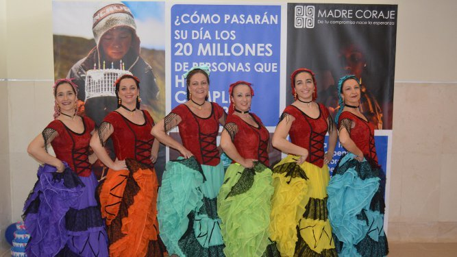 Marilo Grandado, Maribel Rosado, Pilar  de Sobrino, Nieves Bermúdez, Elena Fernández-Repeto e Inma Olano, durante su actuación.