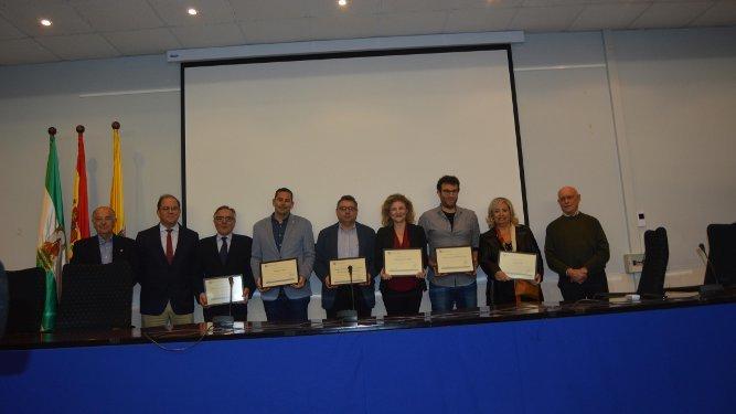 Jaime Rocha, José Jiménez Diufaín, Antonio Ares, Melchor Mateo, Luis Cabello,Teresa García Valderrama, Adrián Martínez de Pinillo e Inma Macías, tras la recogida de diplomas.