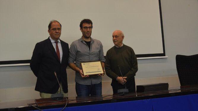 José Jiménez Diufaín, Adrián Martínez de Pinillo y Antonio Gómez, durante el reconocimiento al Ayuntamiento de Cádiz.