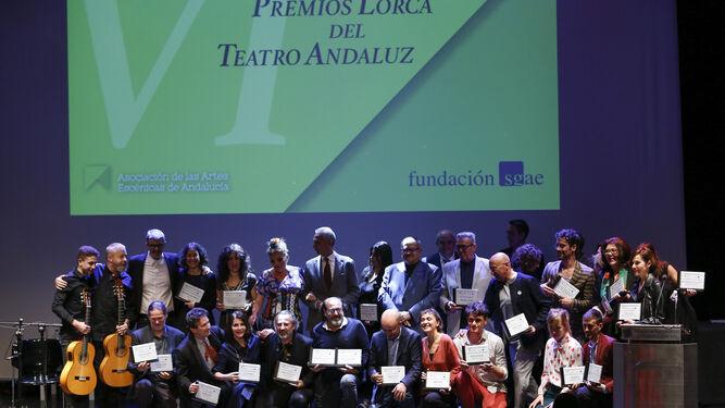 Fotografía de familia de todos los premiados ayer en Granada.
