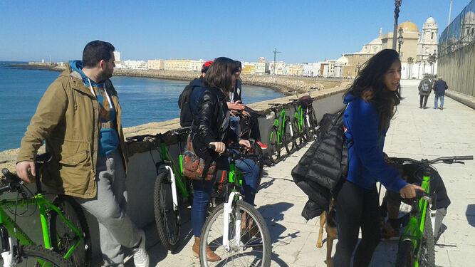 Seminario sobre movilidad urbana en el Paseo del Vendaval de Cádiz.