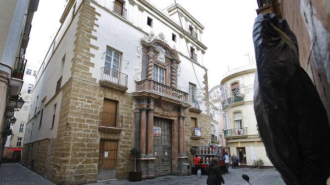 La ciudad lleva años esperando a que se haga realidad el hotel de lujo en la Casa del Almirante, en el Pópulo.
