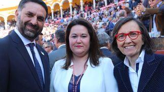 El Consejero de Turismo y Deporte, Francisco Javier Fernández, María Esther Gil Martín, Delegada Gobierno Junta de Andalucía en Sevilla , y la Consejera de Justicia, Rosa Aguilar
