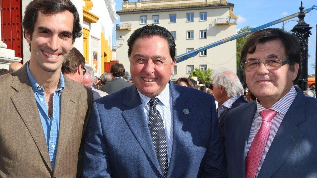 """El torero portugués Manuel Días Gómes, Tomás Campuzano y Antonio Ponce """"El Titi"""""""