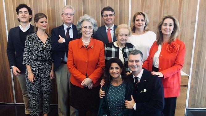 Carlos Bort, Reyes de la Paz, Socorro, Reyes, Ángel y Manolo Cervera, Marta López de Ayala, Carmela y Federico Carvajal y Silvia Sáenz de Santamaría.