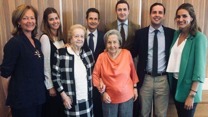 Las hermanas Socorro y Adela Cervera, Charo García de Polavieja, José, Jaime y Marta Morgado, Marta García Ferrera y Manuel Álvarez-Ossorio.