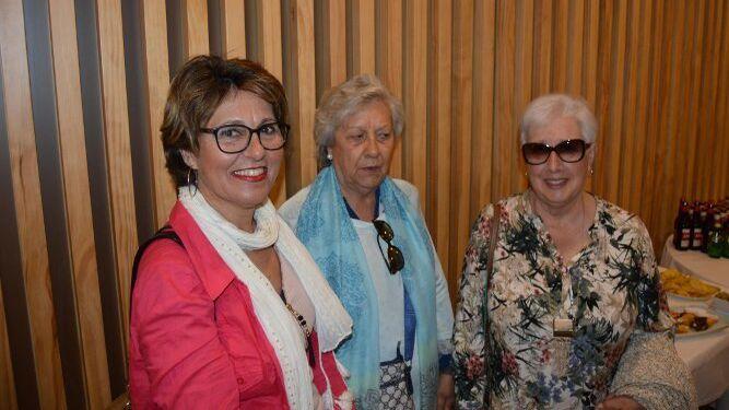 Anamaría Roja, Antonia Oribe y Josefa González, entre las participantes.