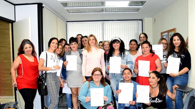 Participantes en el curso, con la concejala de la Mujer