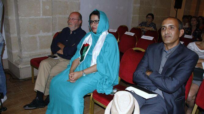 Representantes del pueblo saharaui asistieron al pleno extraordinario para renovar el hermanamiento.