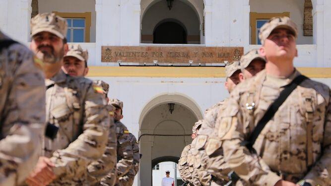 Infantes de marina que se desplegarán en Mali.