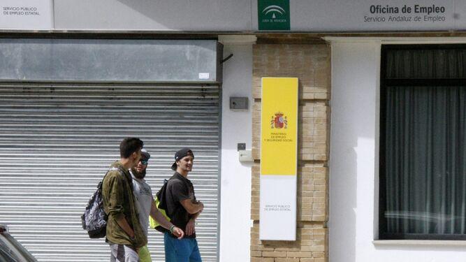 El puerto el paro baja de personas por primera vez for Oficina de empleo cadiz
