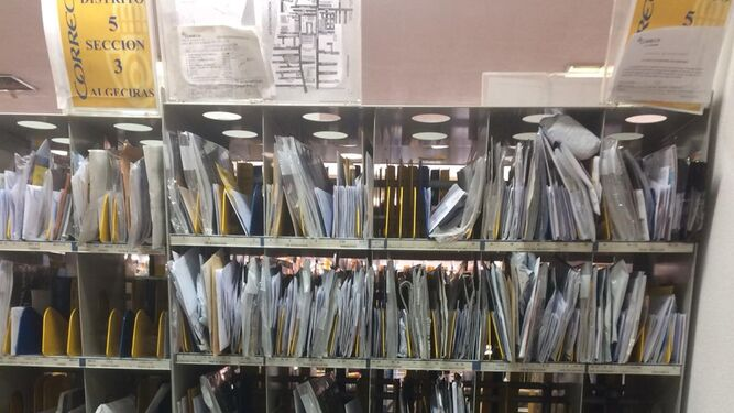 C mo encajar la crisis postal con la obligaci n de atender for Oficina correos cadiz
