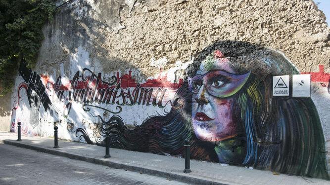 El grafiti en el muro de la calle Santa Rosalía, en una imagen de ayer.