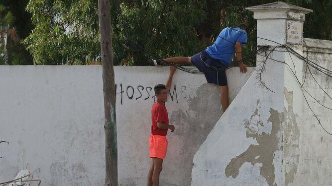 Colapso en el centro de menores de La Línea: 218 jóvenes en solo ...