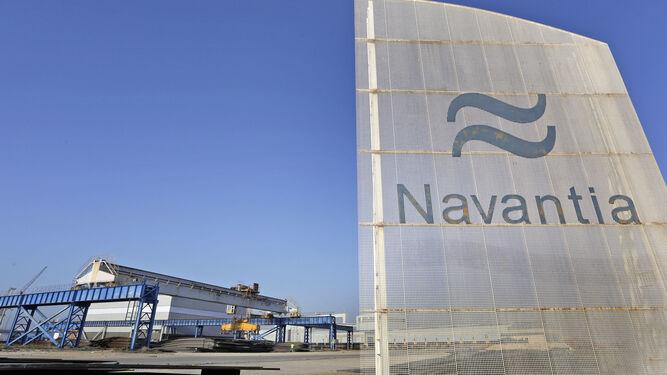 Instalaciones de Navantia en Puerto Real, con la nave que albergará el CFA al fondo.