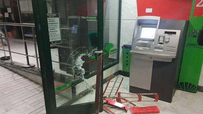 La Policía Local detiene al presento autor de un robo frustrado en una entidad  bancaria eb8721c5feeb