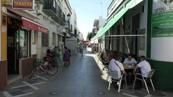 Calle Isaac Peral de Chipiona, dentro del Centro Comercial Abierto