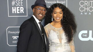 <p>Courtney B. Vance y Angela Bassett, de Jenny Packham.</p>