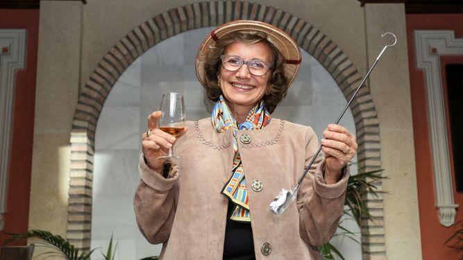 La fundadora de Sherry Explorers, durante el encuentro que mantuvo con la prensa en el restaurante Zaccaría