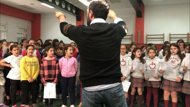 Un momento del primer ensayo conjunto de los tres centros celebrado en las instalaciones del colegio San Agustín.