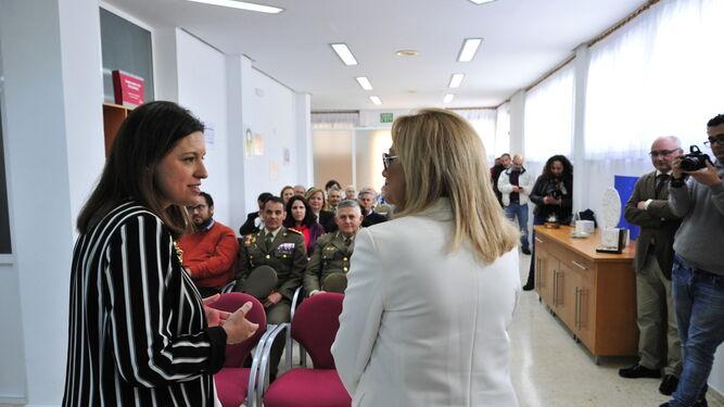 La alcaldesa, Patricia Cavada, junto a la presidenta de Afa Vitae, Mari Pepa Rodríguez Castañeda.