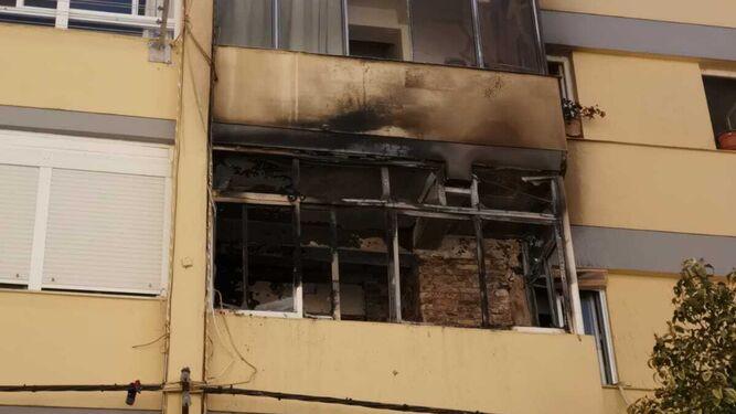 Aparatoso Incendio En La Terraza De Una Vivienda De La Calle
