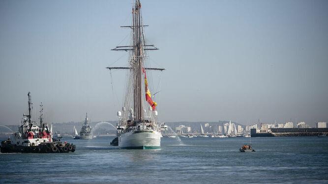 El 'Juan Sebastián de Elcano' en su salida del puerto de Cádiz el pasado enero.