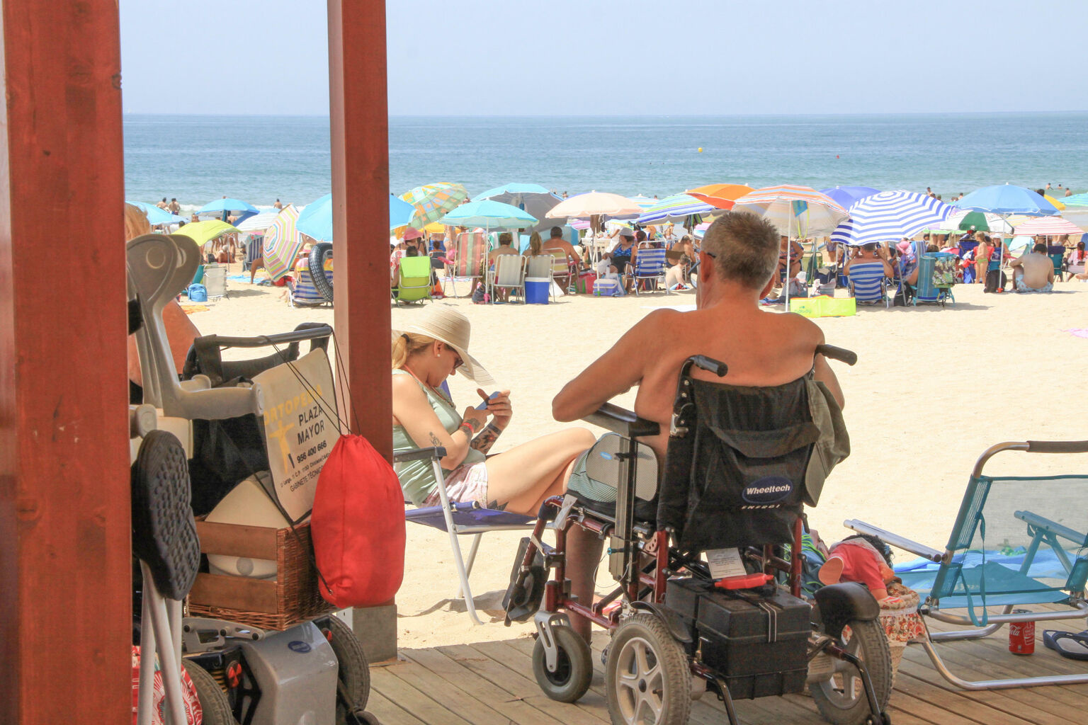 playa del palmar sillas anfibias en cádiz gJfMA4s1