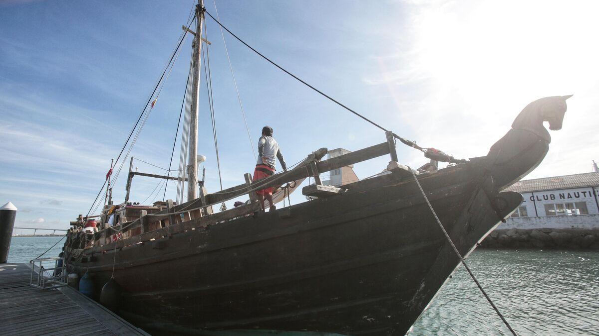 El barco 'Fenicia' llega a Cádiz