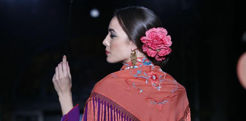 Cómo llevar la flor de flamenca...