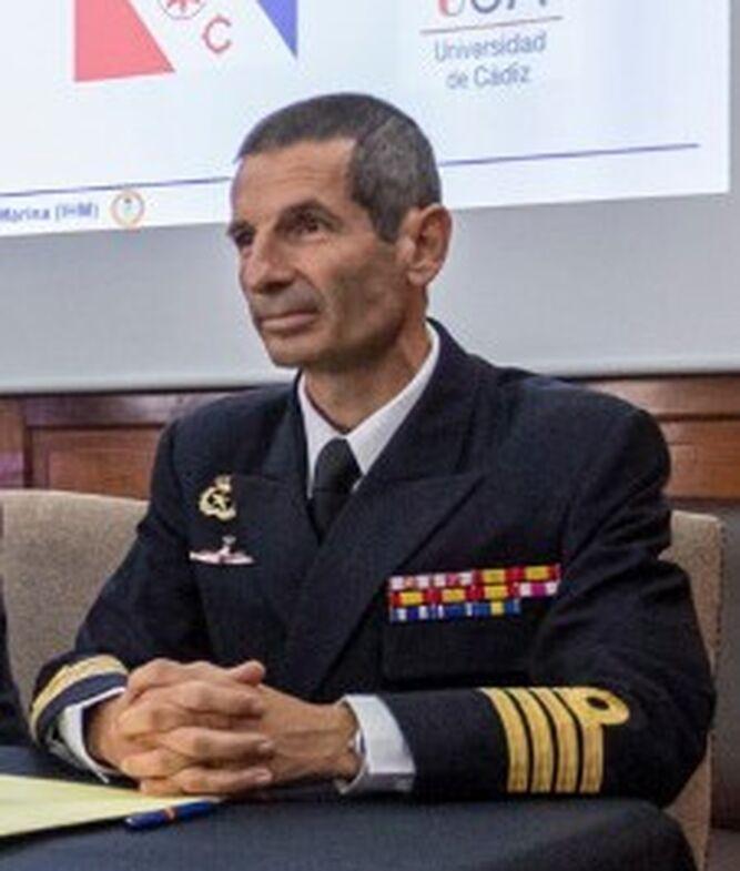 El comandante del 'Juan Sebastián de Elcano', Santiago de Colsa.