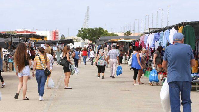 El Spli denuncia la contratación de un servicio privado de vigilancia para el mercadillo de los jueves en San Fernando