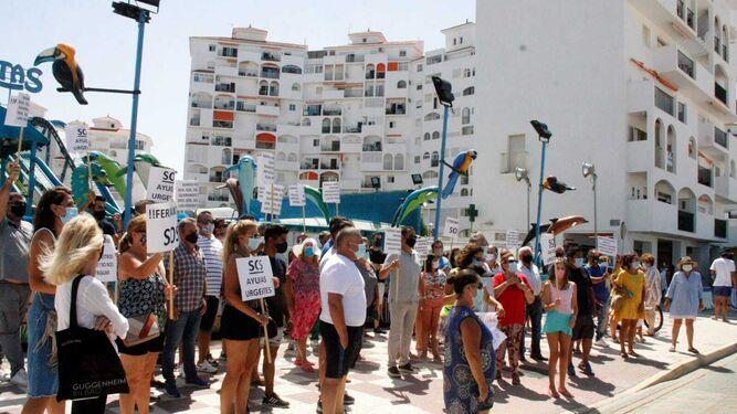 Otra imagen de la protesta celebrada este lunes en Valdelagrana.