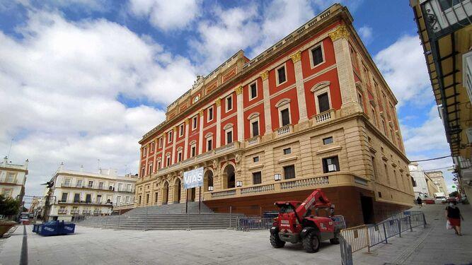El Ayuntamiento contrata seguridad privada para garantizar la seguridad del mercadillo