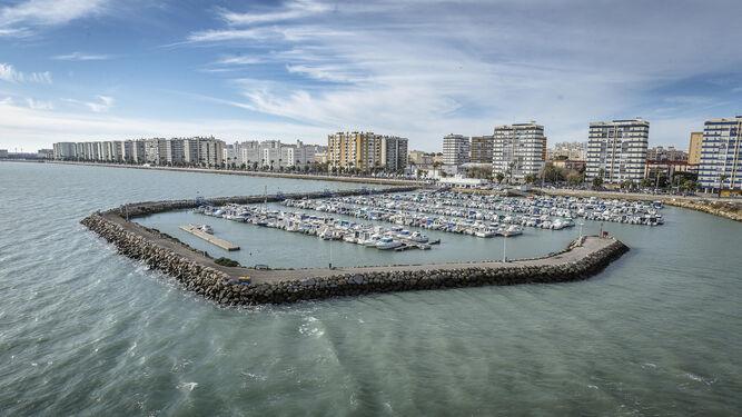 Una vista de Cádiz desde el puente de la Constitución.