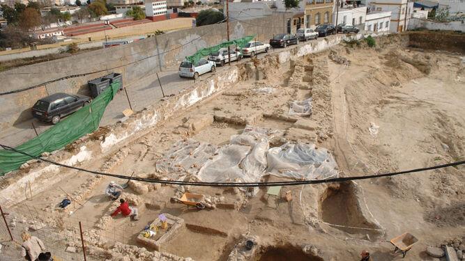 Vista general del yacimiento fenicio aparecido en el Cerro del Castillo en el año 2006.