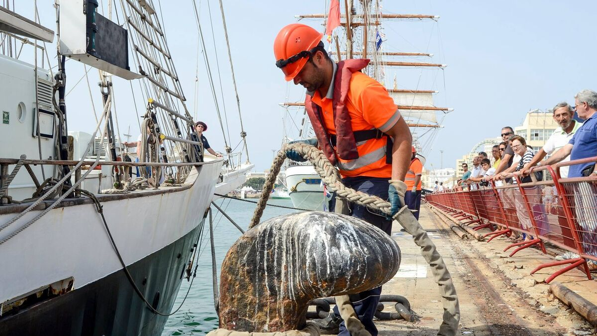 Un trabajador de la plantilla de los amarradores del puerto de Cádiz