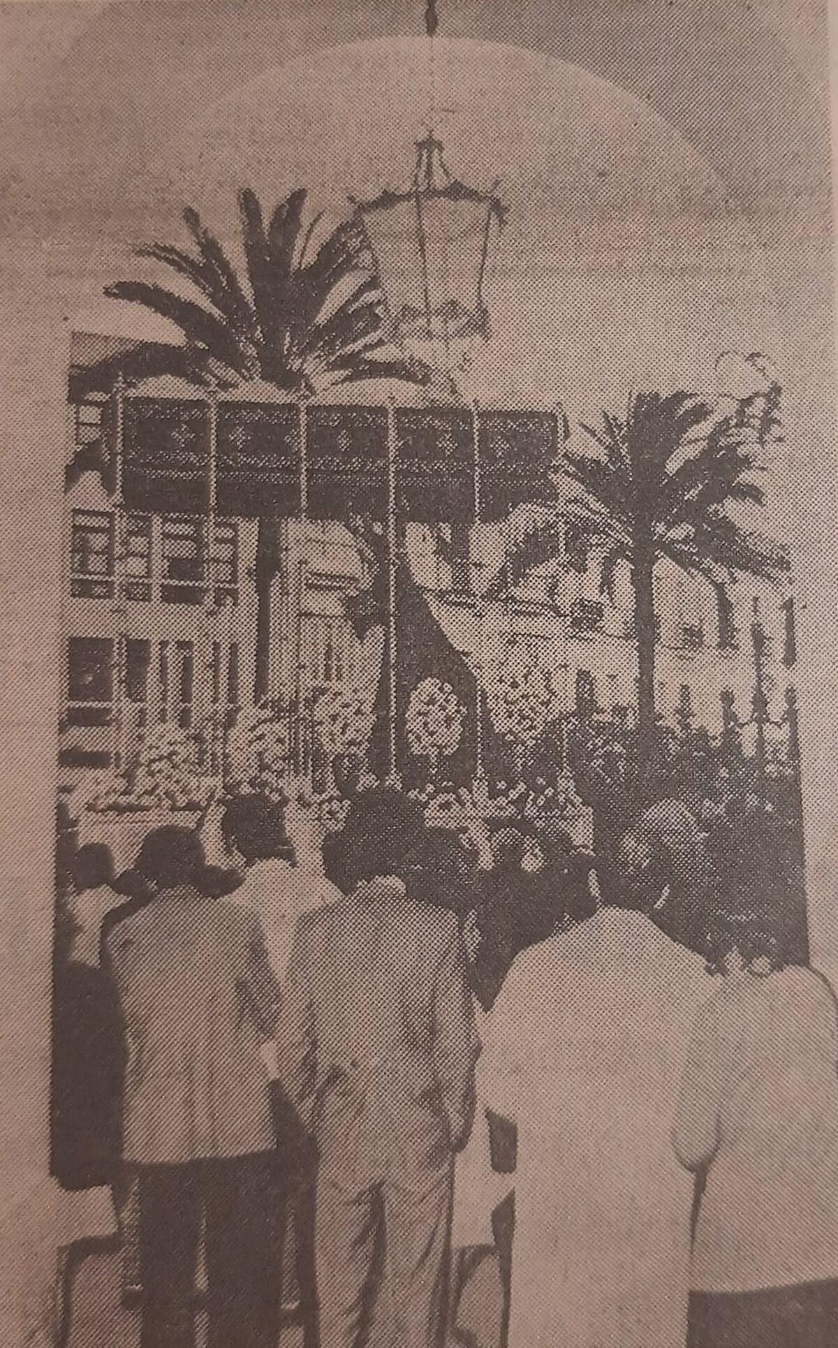 La Virgen del Amparo de la cofradía de Borriquita, el Domingo de Ramos de 1971 por el Ayuntamiento.