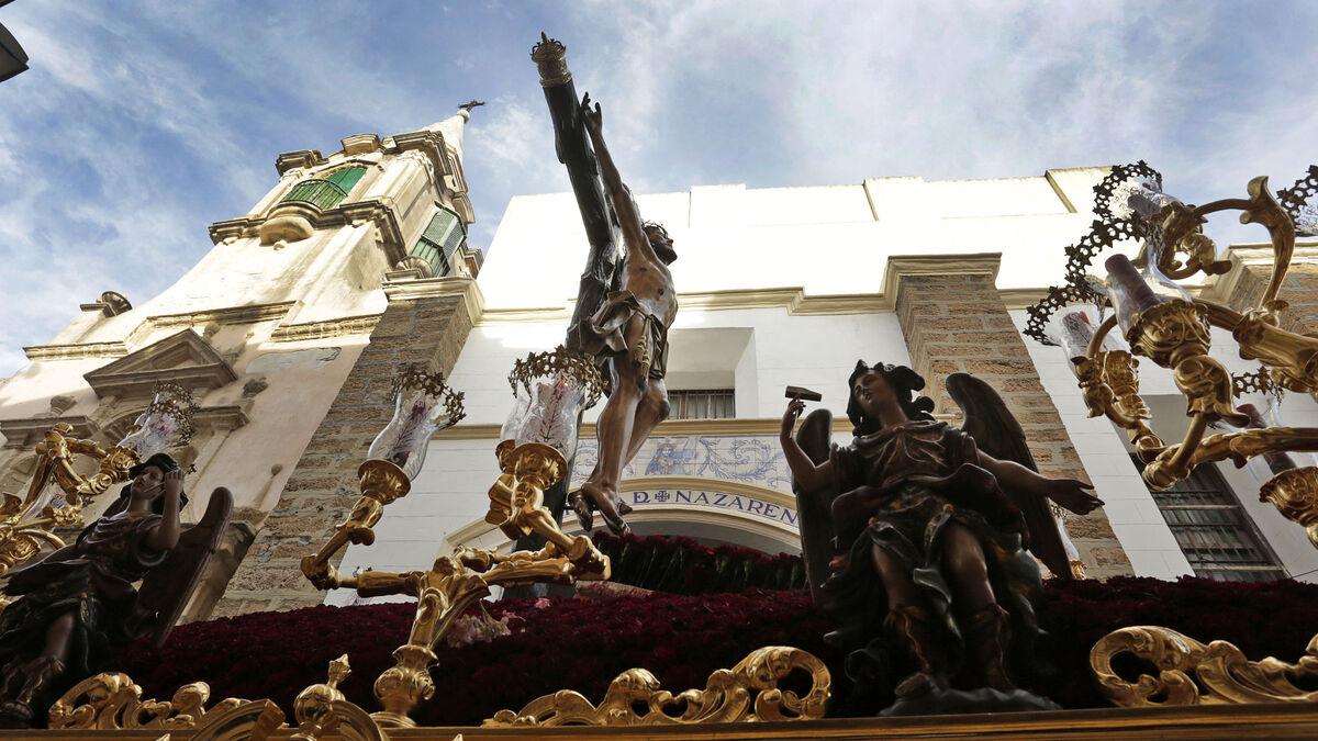 El Cristo de la Expiración, saliendo de la iglesia de Santa María.