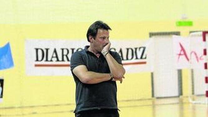 Kiko Oliva vuelve a dirigir provisionalmente al Cádiz FSF.