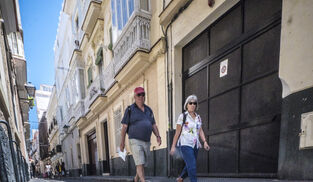 Campaña contra los pisos turísticos en el centro de Cádiz.