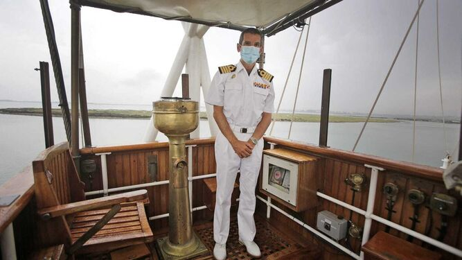 El comandante del buque escuela 'Juan Sebastián de Elcano', Santiago De Colsa.