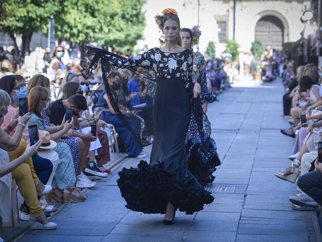 El desfile de moda flamenca en...