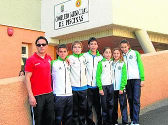 Los nadadores de la isla consiguen meterse en siete for Piscina municipal motril